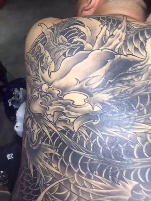 满背龙遮盖失败纹身