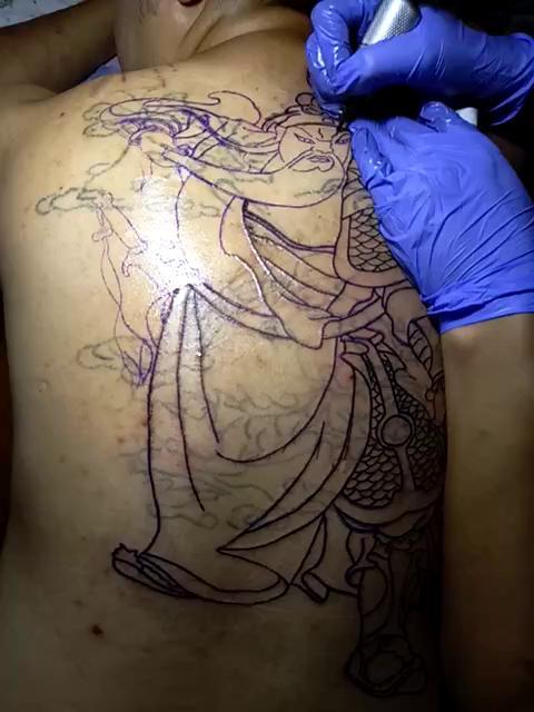 满背很个性关公纹身图案