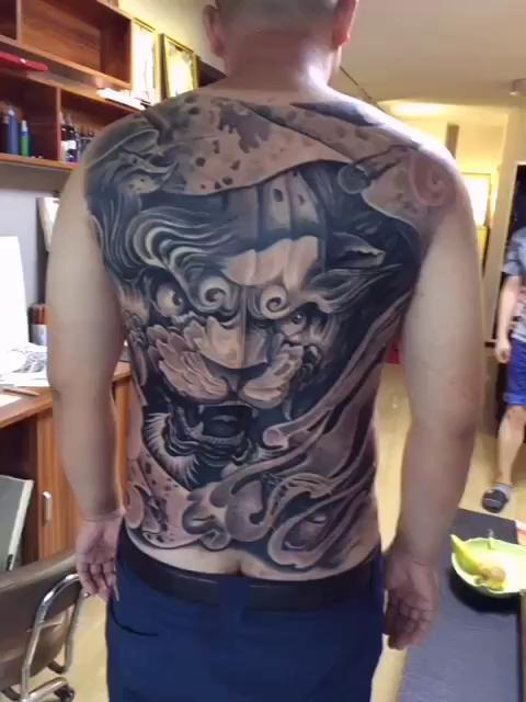 满背唐狮,完成,感谢支持#tattoo##刺青##纹身##沈阳纹身## 沈阳艺