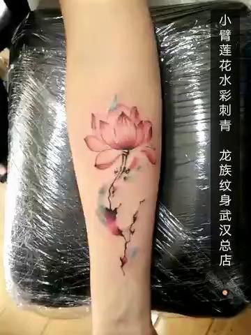 美女小臂莲花纹身#武汉龙族纹身#武汉第一纹身老店微信:whtattoo图片