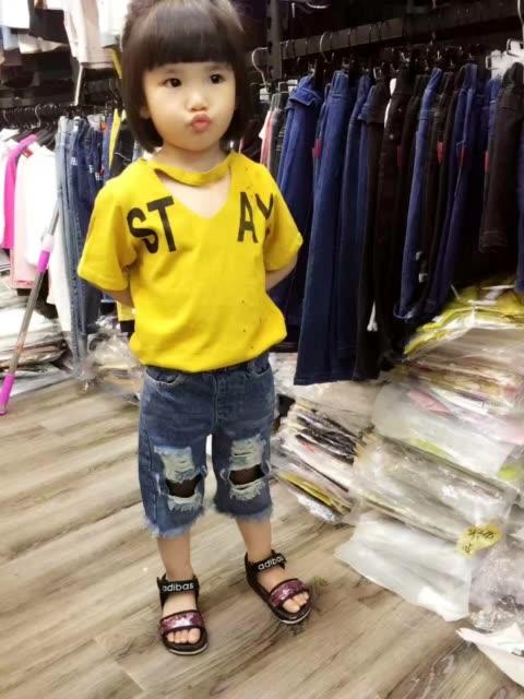 小灰熊童装店小模特